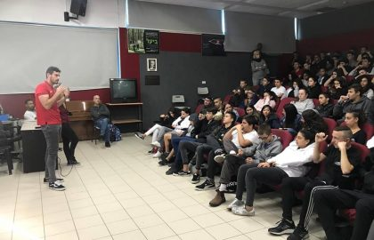 לבקוביץ׳ העביר הרצאה על המאבק באלימות וגזענות בספורט